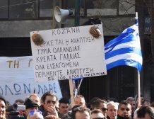 Το πλακάτ του αγρότη από την Κοζάνη που ξεχώρισε στο συλλαλητήριο της Αθήνας