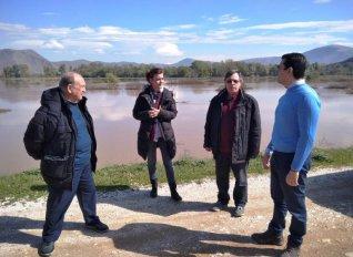 Τα πλημμυρισμένα χωράφια της Φαρκαδόνας με κλιμάκιο του ΕΛΓΑ επισκέφτηκε σήμερα ο Σκρέκας