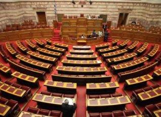 Βουλή: Υπερψηφίστηκε στις επιτροπές το πολυνομοσχέδιο με τα προαπαιτούμενα