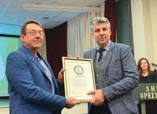 Αποδόθηκε το βραβείο Γκίνες για τη μεγαλύτερη πλεξούδα σκόρδου