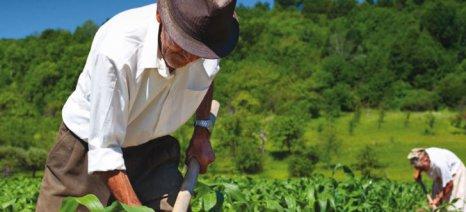 Πάνε για αποσύνδεση από το εισόδημα οι ασφαλιστικές εισφορές των αγροτών