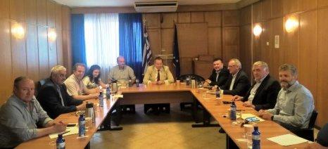 Σύσκεψη στο ΥΠΑΑΤ για τις ζημιές από βροχές και χαλάζι στη Λάρισα