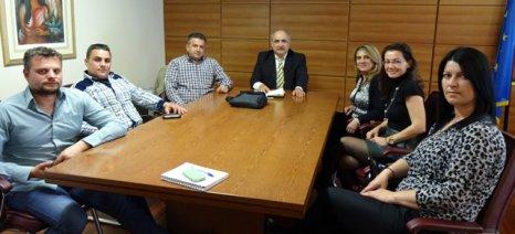 Για το εργόσημο και τις μετακλήσεις εργατών από άλλες χώρες συζήτησαν Μπόλαρης και παραγωγοί φασολιών Καστοριάς
