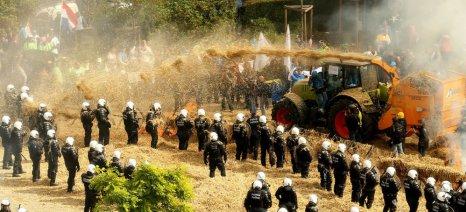 Επεισόδια στις Βρυξέλλες - μέτρα 500 εκατ. ευρώ ανακοίνωσε η Κομισιόν