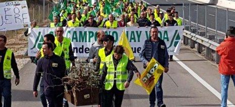 Συνεχίζονται οι μαζικές κινητοποιήσεις αγροτών στην Ισπανία με κλείσιμο αυτοκινητοδρόμων
