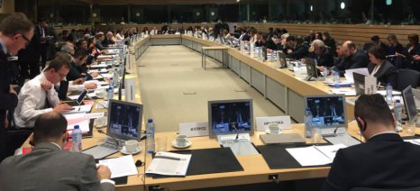 Μέτρα για τη μείωση της προσφοράς σε γάλα και χοιρινό παίρνει η Ευρωπαϊκή Ένωση