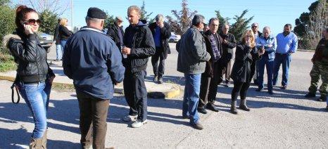 Διαμαρτυρία για τις τιμές ελαιολάδου έξω από την Αποκεντρωμένη Διοίκηση Πελοποννήσου, Δυτικής Ελλάδας και Ιονίου