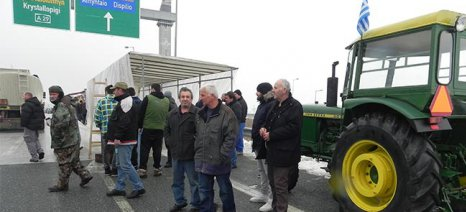 Φεύγουν οι αγρότες από την αερογέφυρα Άργους Ορεστικού