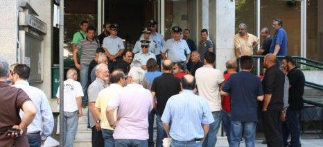 Αποδοκιμασίες στον Αποστόλου από αγρότες - διεκόπη για λίγο η εκδήλωση στη Λάρισα (upd)