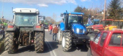 Στον «πάγο» το ραντεβού με την κυβέρνηση ενώ εντείνονται οι κινητοποιήσεις των αγροτών
