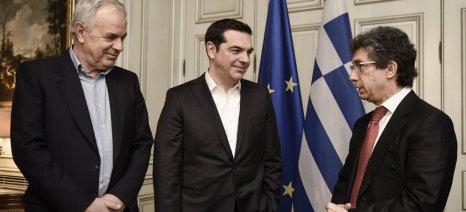 Υπεγράφη συμφωνία συνεργασίας μεταξύ του ΥΠΑΑΤ και της Philip Morris για την απορρόφηση των ελληνικών καπνών