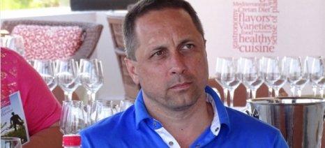Στην Κρήτη παγκοσμίου φήμης αστροναύτης - Δοκίμασε τοπικά κρασιά