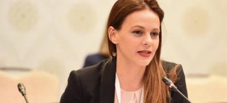 Αχτσιόγλου: Η κυβέρνηση λαμβάνει ειδικά μέτρα στήριξης των χήρων
