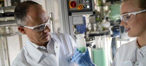Με τη βοήθεια της καινοτομίας της BASF, τα ηλεκτρικά οχήματα μπορούν να γίνουν προσιτά σε όλους