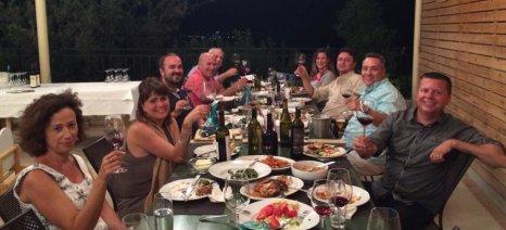 """Μέσω των social media """"ταξιδεύει"""" η οινοτουριστική εμπειρία της Κρήτης"""