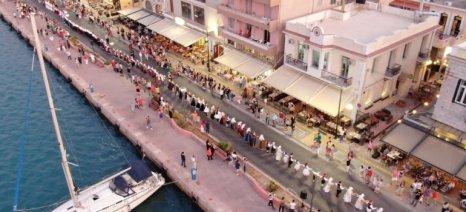 Ο μεγαλύτερος χορός του Αιγαίου στήθηκε ξανά στο λιμάνι της Χίου