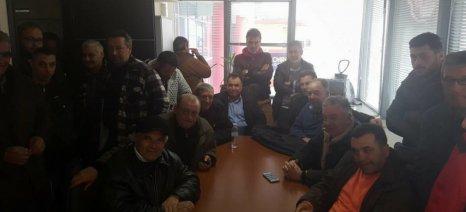 Παράσταση διαμαρτυρίας από τους αγρότες της Αγιάς στον ΕΛΓΑ Λάρισας