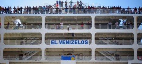 Στο λιμάνι του Πειραιά 3.500 μετανάστες