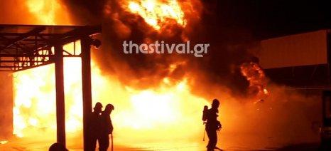 Μεγάλη πυρκαγιά στις εγκαταστάσεις της Agrotech στη Σίνδο - υπήρξαν μόνο υλικές ζημιές