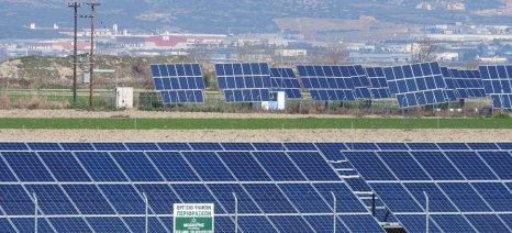 Παρατείνεται η προθεσμία υποβολής δήλωσης ιδιότητας για τους κατ' επάγγελμα αγρότες με φωτοβολταϊκά