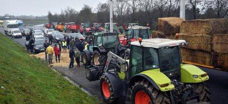 Γαλλία: Τα κόκκινα δάνεια «βγάζουν» τους αγρότες στους δρόμους