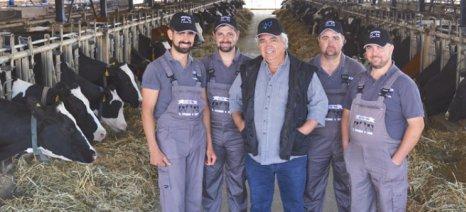 Γάλλοι αγελαδοτρόφοι ξεναγήθηκαν σε μονάδα-πρότυπο στο Αργυροπούλι
