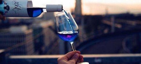 Έρχεται το πρώτο μπλε κρασί και παράγεται στην Ισπανία