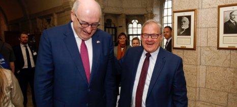 Στον Καναδά μέχρι αύριο για την εφαρμογή της CETA o Χόγκαν
