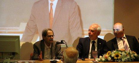 Το όνομα του καθηγητή Αλέξανδρου Πουλοβασίλη δόθηκε στη βιβλιοθήκη του Γεωπονικού Πανεπιστημίου Αθηνών
