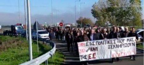 Συμβολικός αποκλεισμός αυτοκινητόδρομου για 15 λεπτά από αγρότες της Καρδίτσας