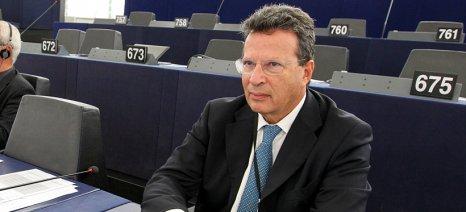Σταδιακή μείωση της φορολογίας για τους αγρότες ζήτησε ο Κύρτσος από τον Γιούνκερ