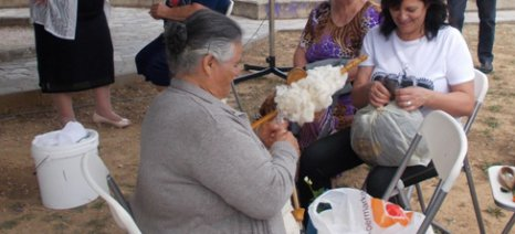 Το κλώσιμο του μαλλιού ως μέρος του κύκλου της προβατοτροφίας και της βιωσιμότητας των κοινωνιών