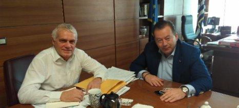 Σύσκεψη Κόκκαλη-Τσιρώνη με θέμα την επικείμενη απόφαση για τις άδειες των στάβλων