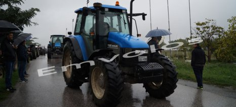 Στην Κουλούρα με τα τρακτέρ τους παραμένουν για δεύτερη μέρα οι αγρότες της Ημαθίας
