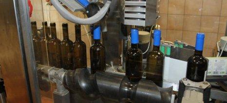 Δέσμευση Παπανάτσιου για επανεξέταση του ΕΦΚ στο κρασί μετά τη συμφωνία