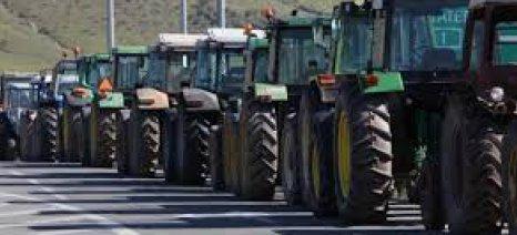 Επιμένουν στα μπλόκα οι αγρότες, αρνούμενοι τον διάλογο μόνο με τον Αραχωβίτη