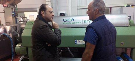 Ελαιοτριβείο στη Θάσο επισκέφθηκε ο Μακάριος Λαζαρίδης και συνομίλησε με ελαιοπαραγωγούς