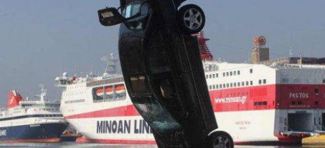 """Λιμενικοί έσωσαν οδηγό που """"βούτηξε"""" στο λιμάνι του Ηρακλείου"""