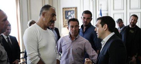 Σε εξέλιξη οι διαπραγματεύσεις Τσίπρα-αγροτών - 24 εκπρόσωποι πέρασαν την πόρτα του Μαξίμου
