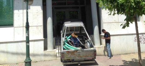 Έσπασε με το αγροτικό του αυτοκίνητο τη τζαμαρία της τράπεζας στα Γιαννιτσά και συνελήφθη