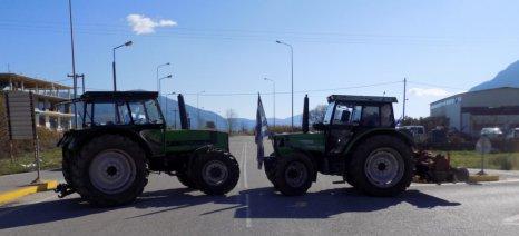 Με 30 τρακτέρ αγρότες του Κιλκίς απέκλεισαν για δύο ώρες το Τελωνείο των Ευζώνων