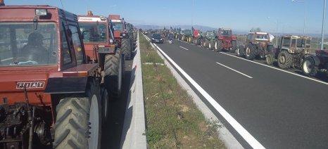 Παρατάχθηκαν τα πρώτα τρακτέρ στον κόμβο Δέλτα του Ε-65 στην Καρδίτσα
