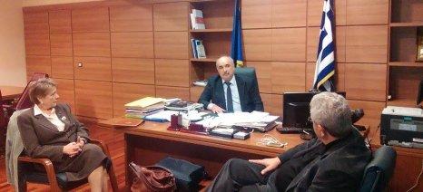 """Οι παράνομες """"ελληνοποιήσεις"""" προϊόντων στο επίκεντρο της συνάντησης Μπόλαρη με φορείς καταναλωτών"""