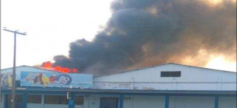 Στις φλόγες τυλίχθηκαν οι εγκαταστάσεις της βιομηχανίας αναψυκτικών «Νέκταρ» το απόγευμα της Κυριακής