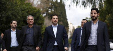 """Προς ένα πιο """"σφιχτό"""" μοντέλο διοίκησης προσανατολίζεται ο Α. Τσίπρας"""