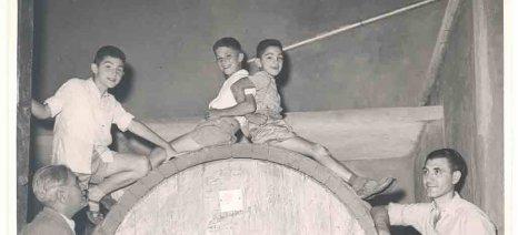 Όταν τα αδέλφια Μπουτάρη έπαιζαν ξέγνοιαστα με τα βαρέλια