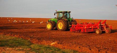 Σε ισχύ οι μειώσεις των ασφαλιστικών εισφορών των αγροτών από το 2019