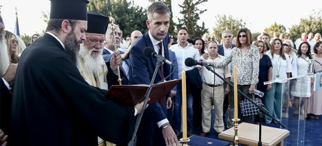 Ορκωμοσία Κώστα Μπακογιάννη: Στο πλευρό του η Σία Κοσιώνη και τα παιδιά του