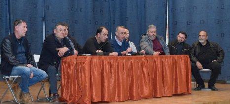 Κλιμακώνονται οι κινητοποιήσεις των αγροτών με δίωρους αποκλεισμούς δρόμων, ζητώντας συνάντηση με τον πρωθυπουργό