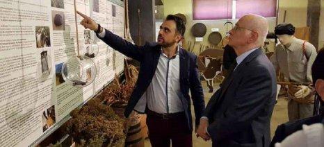 Τη μονάδα απόσταξης της Bioaroma στο Λασίθι επισκέφθηκε ο Παπαδημητρίου